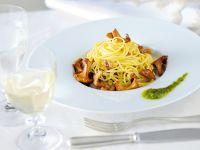 spaghetti-alla-chitarra-con-finferli ricetta