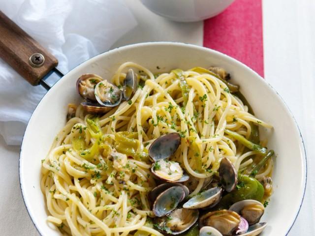 spaghetti-alle-vongole-veraci-e-friarelli