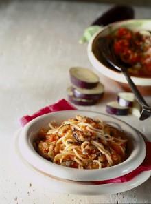 Spaghetti con melanzane al forno