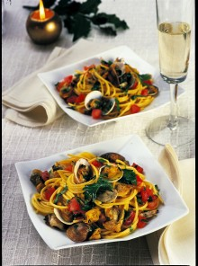 Spaghetti con vongole e zafferano
