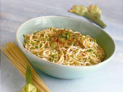 spaghetti alla crema di caprino e fiori di zucca ricetta