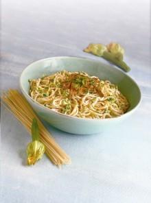 Spaghetti alla crema di caprino e fiori di zucca