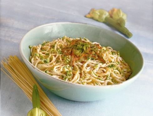 spaghetti alla crema di caprino e fiori di zucca Sale&Pepe ricetta
