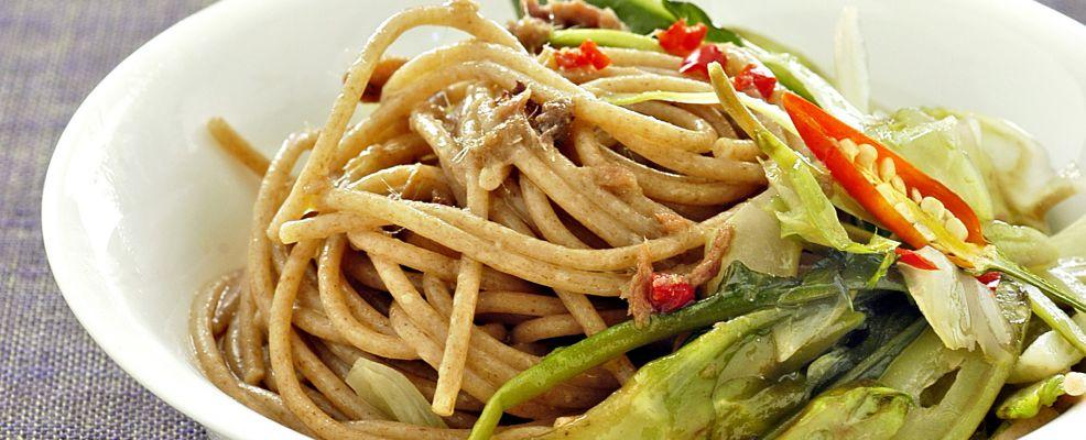 spaghetti-di-farro-con-puntarelle-e-salsa-dacciughe