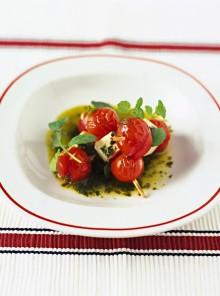 Gli spiedini di pomodoro e ricotta salata