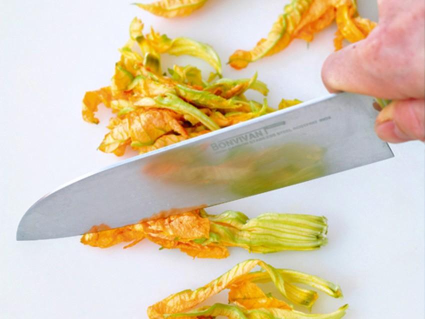 spinosini-con-fiori-di-zucca-e-calamaretti immagine