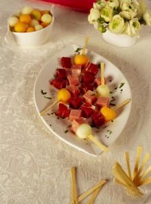 Stecchi di prosciutto e melone