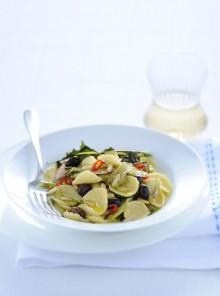 Strascinati con puntarelle, pinoli e olive