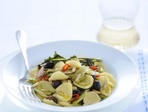 strascinati-con-puntarelle-pinoli-e-olive