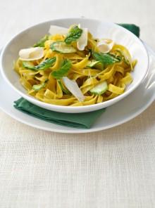Tagliatelle con zucchine e limone