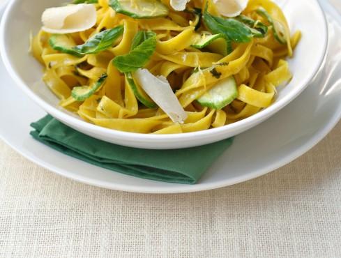 tagliatelle-con-zucchine-e-limone
