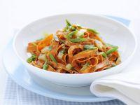 tagliatelle-rosse-con-patate-e-fagiolini immagine