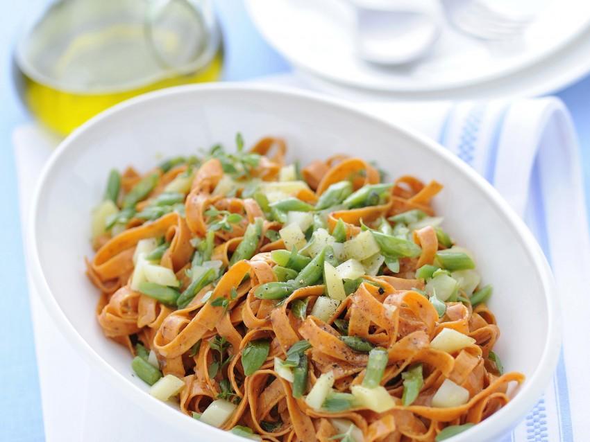 tagliatelle-rosse-con-patate-e-fagiolini ricetta