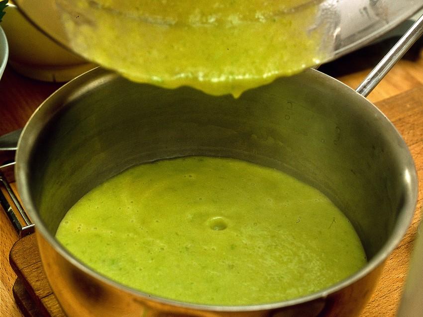 tagliolini-alle-vongole-e-crema-di-asparagi foto
