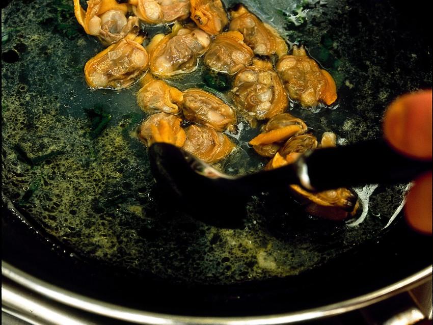 tagliolini-alle-vongole-e-crema-di-asparagi preparazione