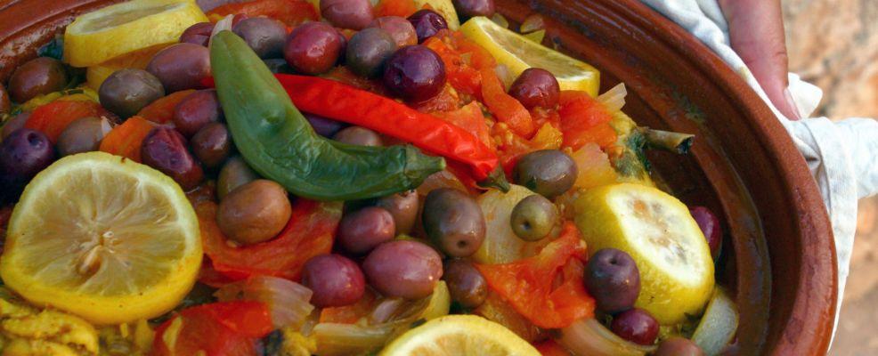 tajine-di-pollo-con-olive-e-limoni