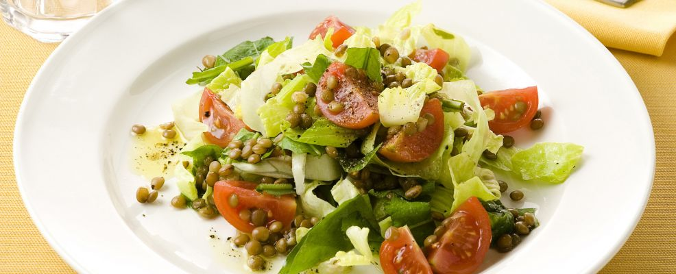 tarassaco-lenticchie-e-lattuga foto