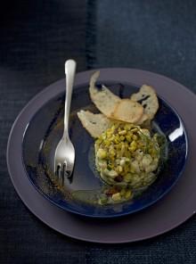 Tartara tiepida di rombo e zucchine al curry