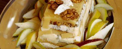 terrina di formaggi con pere, mele e noci