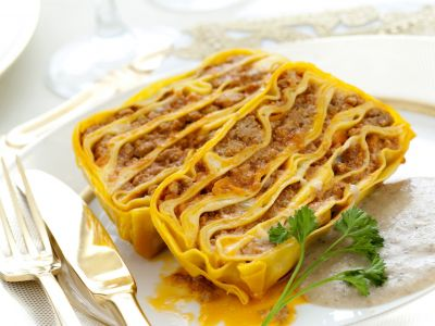 terrina-di-pasta-al-ragu-con-vellutata-di-porcini