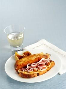 Toast al prosciutto con fichi secchi