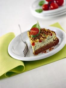 La torta alla crema di basilico con pomodori