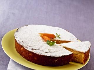 torta-di-carote-con-creme-fraiche-alla-menta