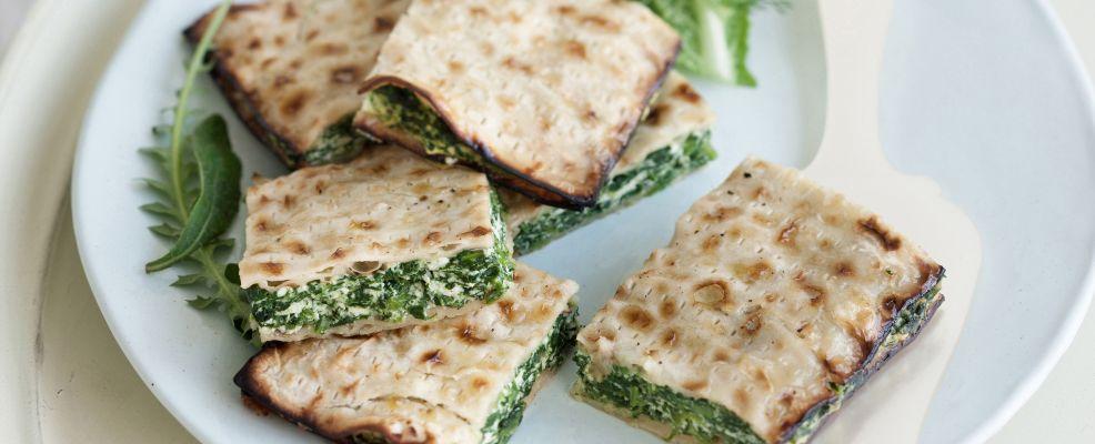 torta di pane azzimo con rucola, radicchio e ortiche Sale&Pepe ricetta