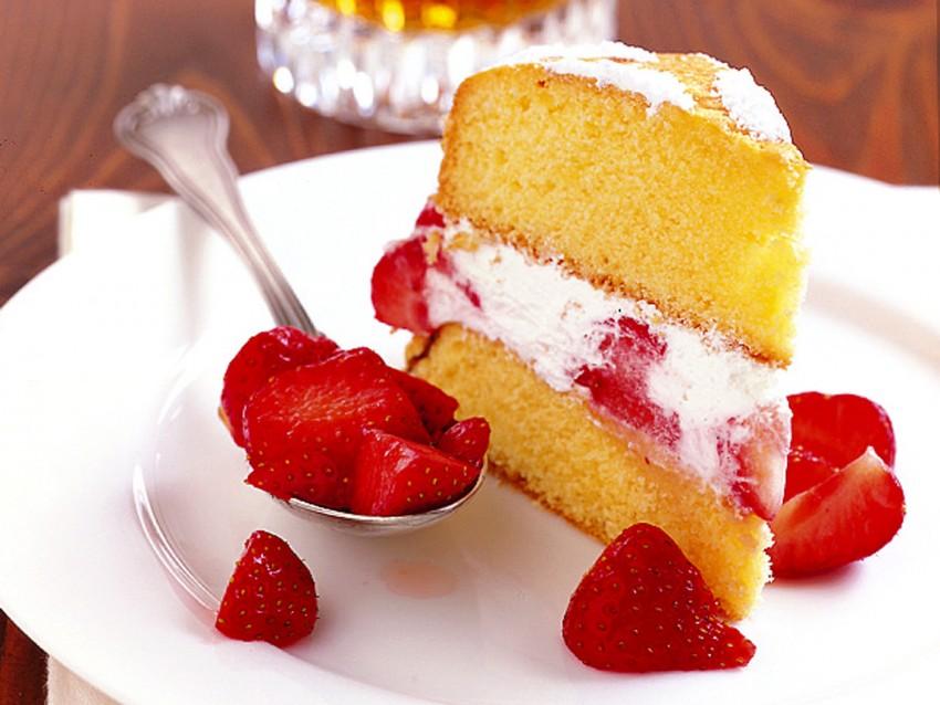 torta-morbida-fragole-e-panna