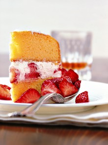 La torta morbida fragole e panna