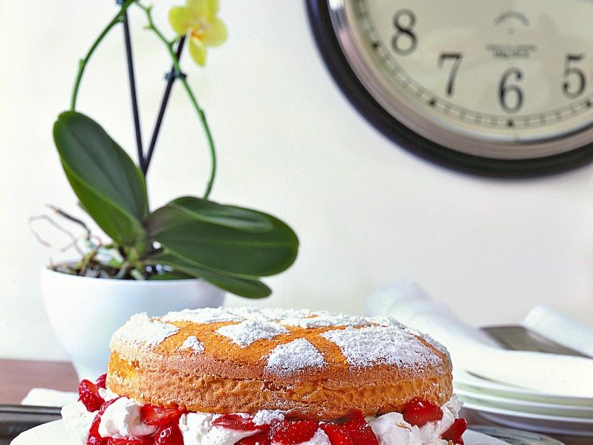 torta-morbida-fragole-e-panna ricetta