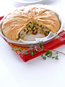 Torta salata di porcini, scarola ed erbe