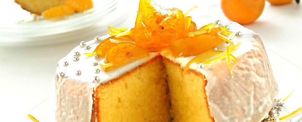 torta-soffice-con-glassa-bianca