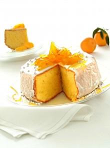 La torta soffice con glassa bianca