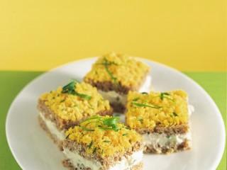 tramezzini mimosa con salsa di formaggio Sale&Pepe
