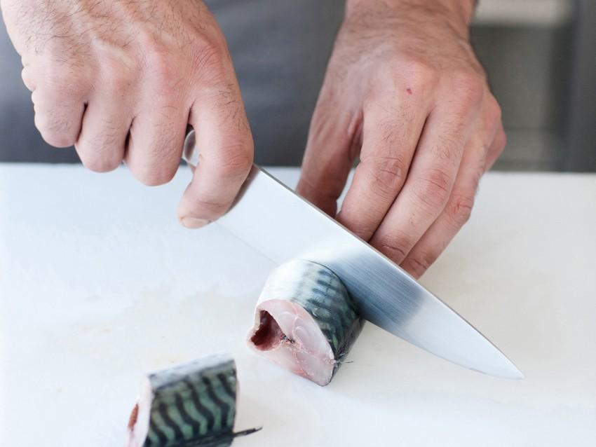 trittico-di-pesci-azzurri-su-crema-di-fave preparazione
