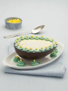 Uova di cioccolato farcite con la bavarese
