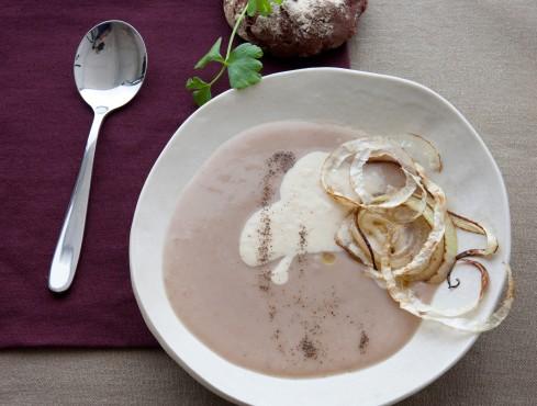 vellutata-di-castagne-con-crema-di-cipolle