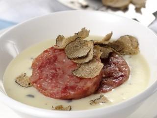 vellutata-di-patate-al-tartufo-nero