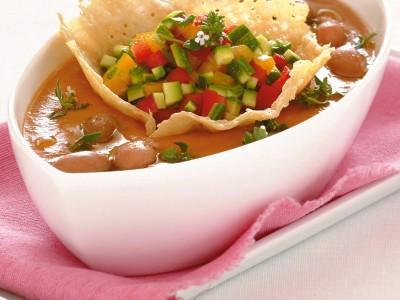 vellutata-fredda-con-tartara-di-zucchine-e-peperoni