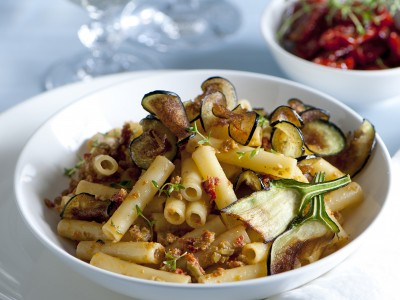 ziti-al-pesto-di-olive-e-pomodorini-sottolio
