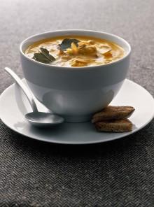 La zuppa di carote e polpette con mandorle e zafferano