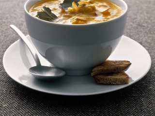 zuppa-di-carote-e-polpette-con-mandorle-e-zafferano