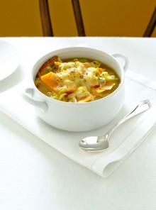 La zuppa gratinata con porri e zucca