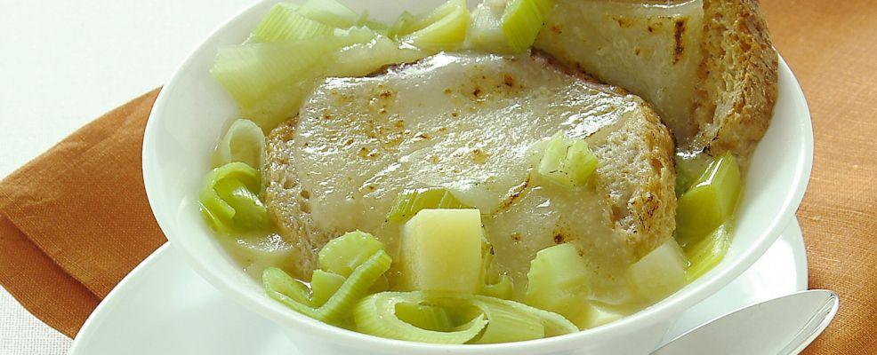 zuppa-povera-di-pane-patate-e-porri