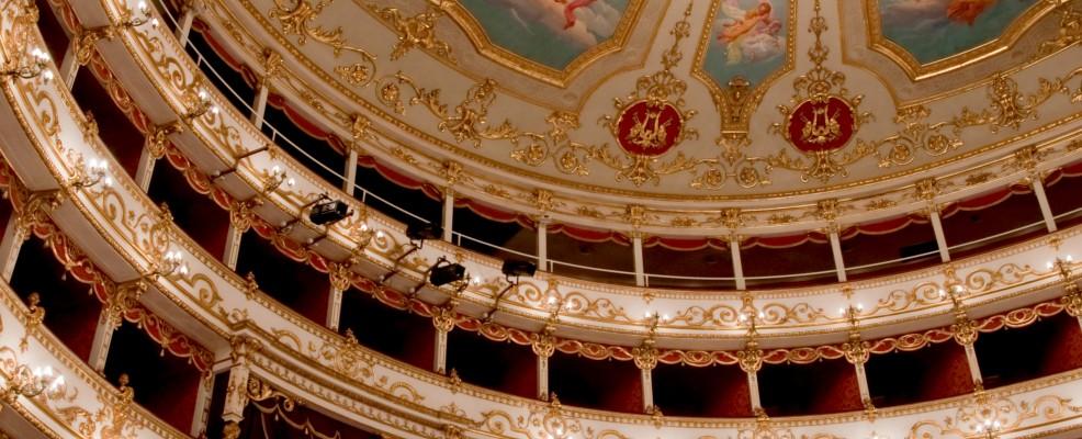 L'interno del teatro Valli di Reggio Emilia
