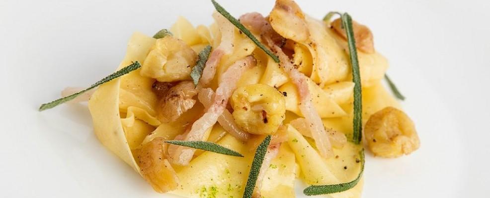 Pappardelle con lardo, castagne e grappa prime uve
