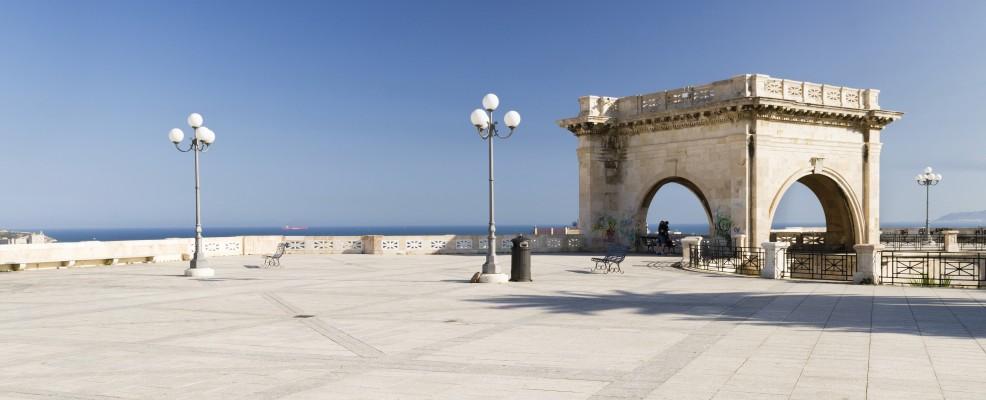 Terrazza Umberto I, sul Bastione di Saint Remy, Cagliari (Foto © Martin Jung /image Broker /Corbis)