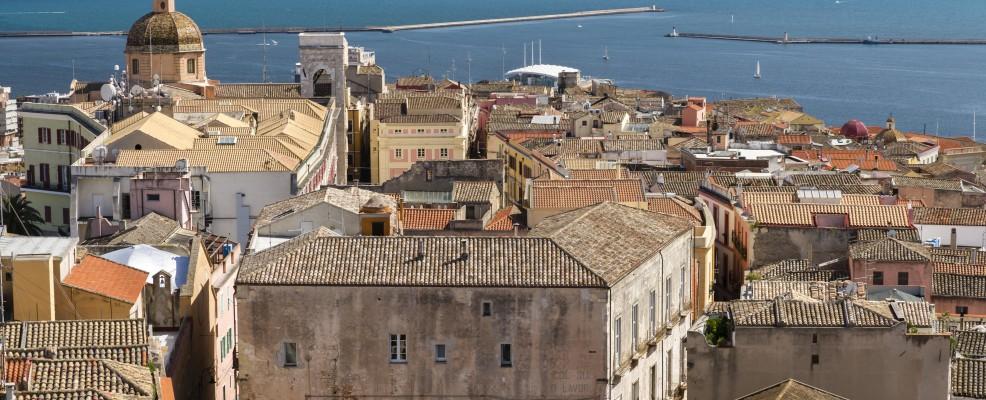 Il quartiere di Castello, nel centro storico di Cagliari, con la Cattedrale di Santa Maria (Foto © Martin Jung /image Broker /Corbis)