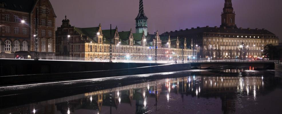 Copenhagen, vista sulla Borsa e sul Palazzo di Christiansborg (Foto © Henryk Sadura /Tetra Images /Corbis)